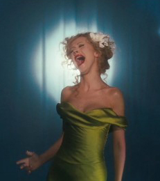 christina-aguilera-as-ali-rose-in-burlesque