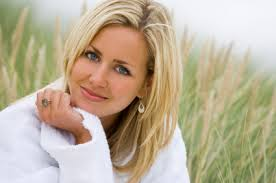 aaa eye contact blonde